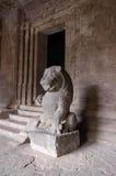 La statue de lion, temple indou, Elephanta foudroie Images libres de droits