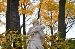 La statue de Saturn de Dieu à la soirée images libres de droits