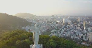La statue du Jésus-Christ dans V?ng Tàu, Vietam, Asie, Asie du Sud-Est, longueur du bourdon 4k Coucher du soleil et beaucoup de b clips vidéos