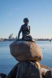 La statue en bronze de la petite sirène, Copenhague, Danemark images libres de droits