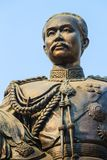 La statue en laiton du Roi Chulalongkorn Rama V chez Phra Ramratch Images stock