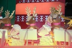 La statue et la lumière animales décorent beau sur des célébrations de Noël Photos libres de droits