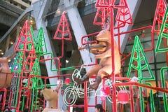 La statue et la lumière animales décorent beau sur des célébrations de Noël Image libre de droits