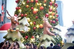 La statue et la lumière animales décorent beau sur des célébrations de Noël Photos stock