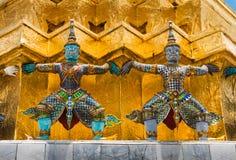 La statue géante colorée chez Wat Pra Si Rattana Satsadaram Images stock