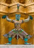 La statue géante colorée chez Wat Pra Si Rattana Satsadaram Image stock