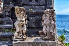 La statue indoue près entrent à une place sacrée Île de Bali Images libres de droits