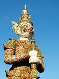 La statue verte de gardien est l'un des points de repère célèbres de Bangkok dans le Temple of Dawn (Wat Arun) Photographie stock