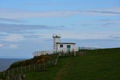 La stazione della guardia costiera sul Mare di Irlanda sulle api della st si dirige fotografie stock libere da diritti