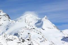La stazione della sommità di Rothorn offre le viste gloriose di più alte montagne nel Valais ed in Svizzera Fotografia Stock