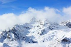 La stazione della sommità di Rothorn offre le viste gloriose di più alte montagne nel Valais ed in Svizzera Immagine Stock
