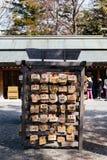 La stazione di AME è piccole placche di legno, comuni nel Giappone, in cui gli adoratori shintoisti e buddisti scrivono le preghi Fotografia Stock