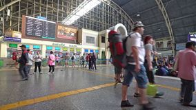 La stazione ferroviaria a Bangkok stock footage