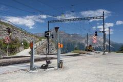 La stazione ferroviaria di Alp Grum è situata sulla ferrovia di Bernina, Swi Fotografia Stock