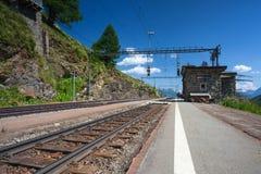 La stazione ferroviaria di Alp Grum è situata sulla ferrovia di Bernina, Swi Immagini Stock