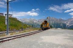 La stazione ferroviaria di Alp Grum è situata sulla ferrovia di Bernina, Swi Fotografie Stock Libere da Diritti
