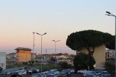 La stazione ferroviaria ed il parcheggio centrali di Pisa Fotografia Stock Libera da Diritti