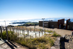 La stazione radar di protezione antiaerea su Pico fa Arieiro, d'altezza a 1.818 m., è picco del ` la s terza dell'isola del Mader Fotografia Stock Libera da Diritti