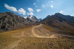 La stazione superiore della stazione sciistica Chimbulak e delle viste del ghiacciaio di estate Fotografie Stock