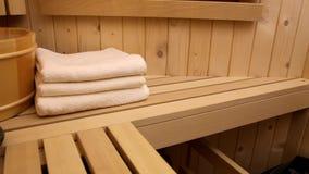 La stazione termale e si rilassa nella sauna archivi video