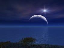 La stella e la notte Moon sopra il mare Fotografia Stock Libera da Diritti