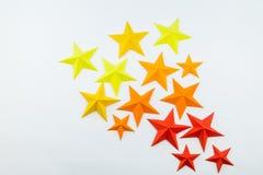 La stella ha fatto di carta il colore di giallo arancio rosso fotografia stock libera da diritti