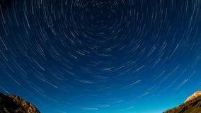 La stella sotto forma di meteore gira intorno alla stella archivi video