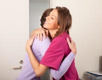 La stomatologia è divertimento: abbraccio del dentista Immagini Stock