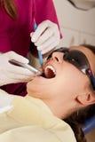 La stomatologia è divertimento: dente di perforazione Immagine Stock Libera da Diritti