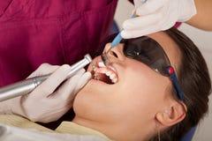 La stomatologia è divertimento: pulisca i denti Fotografia Stock Libera da Diritti