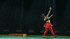 La storia della danza popolare del cittadino della figurina- dell'argilla archivi video