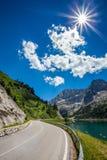 La strada al piede del supporto Marmolada - Italia. Immagine Stock Libera da Diritti