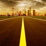 La strada alla città immagini stock libere da diritti