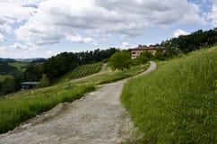 La strada alla famiglia italiana dell'agricoltore Immagine Stock
