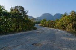 La strada alla montagna Immagini Stock
