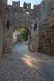 La strada alla vecchia città Isola di Rodi La Grecia Fotografie Stock