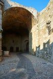 La strada alla vecchia città Isola di Rodi La Grecia Fotografie Stock Libere da Diritti