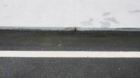 La strada bianca nel senso è una strada senza incidenti fotografie stock