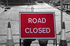 La strada chiusa firma dentro i lavori stradali Immagine Stock