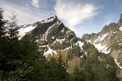 La strada del fuoco trascura la catena montuosa del nord della cascata del picco di Vesper Immagini Stock Libere da Diritti