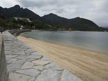 La strada dell'isola di Miyajima al portone di Torii e Itsukushima shrine Fotografia Stock Libera da Diritti