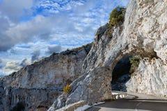 La strada della montagna della Provenza incurva la vista Fotografia Stock