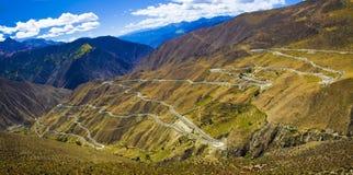 La strada di bobina sul ¼ Tibet del mountainï Fotografia Stock Libera da Diritti