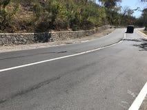 La strada di Senggigi di terremoto di Lombok si è rotta Fotografia Stock