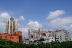 La strada e la costruzione del cittadino di Shenzhen 107 abbelliscono, in Cina Immagini Stock Libere da Diritti