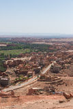 La strada e le case nella città di Tinghir, Marocco Immagine Stock Libera da Diritti