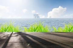La strada ed il bello mare del paesaggio in natura Immagini Stock Libere da Diritti