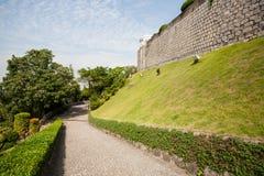 La strada ha allineato con la pietra da Guia Fortress a Macao Fotografia Stock