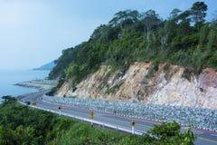 La strada lungo le scogliere del mare Fotografia Stock Libera da Diritti
