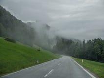 La strada in montagne delle alpi in Baviera, Germania Fotografia Stock Libera da Diritti
